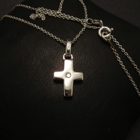 cross-pendant-chunky-9ctwhite-gold-3ptdiamond-00044.jpg