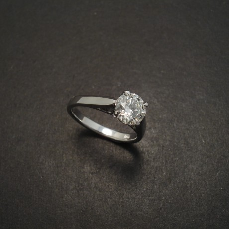 round-brilliant-diamond-custom-18white-gold-ring-06061.jpg
