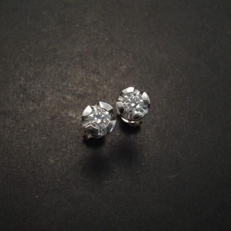 White Gold And Diamond Earstud