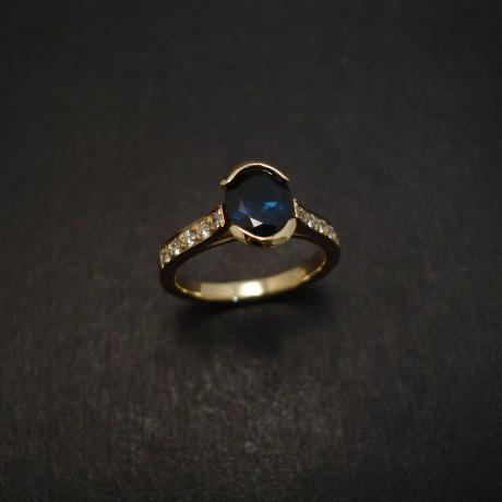 australian-sapphire-gold-engagement-ring-07274.jpg
