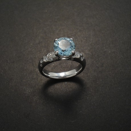 custom-ring-aquamarine-white-gold-diamons-random-05256
