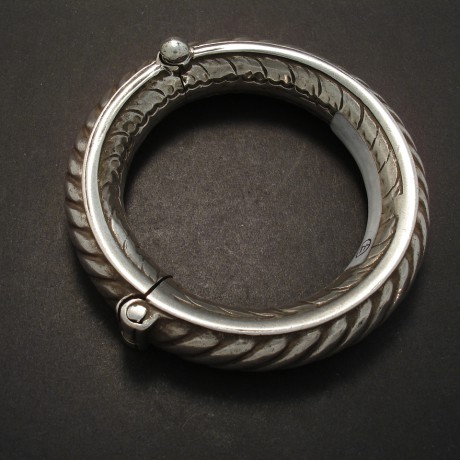 tribal-hinged-silver-bangle-05294.jpg