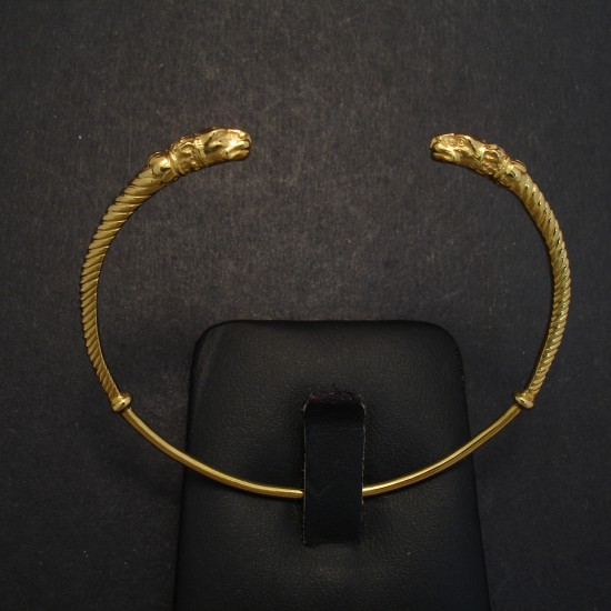 -gold-open-bangle-leopard-head-04158,jpg