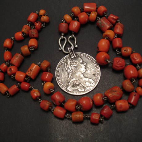 old-sth.indian-coral-necklace-silver-thaler-07190.jpg