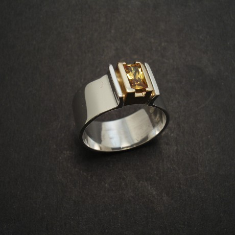 yellow-sapphire-baguette-ring-18ctgold-silver-06391.jpg
