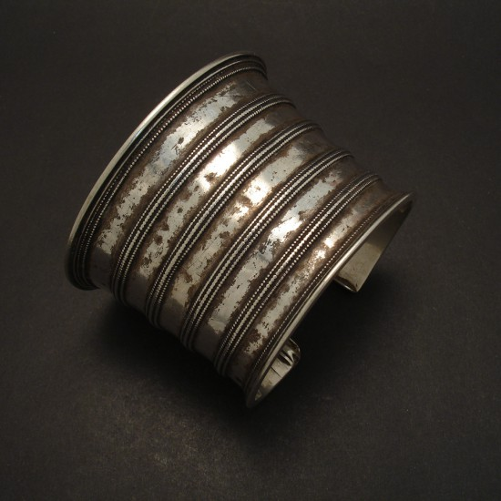 classic-old-silver-tribal-cuff-05629.jpg