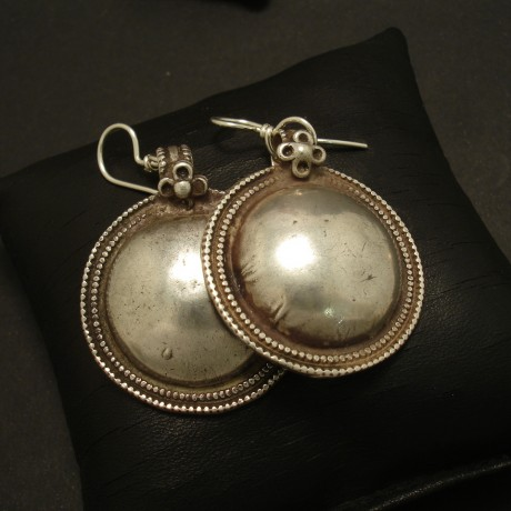 himalayan-tribal-silver-convex-disc-earrings-02985.jpg
