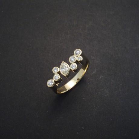marquise-diamond-seven-round-18ctgold-ring-03146.jpg