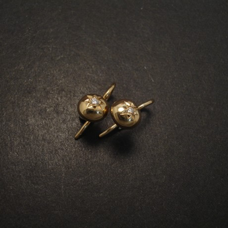 2pt-diamonds-9ctgold-ball-fixed-earrings-05989.jpg