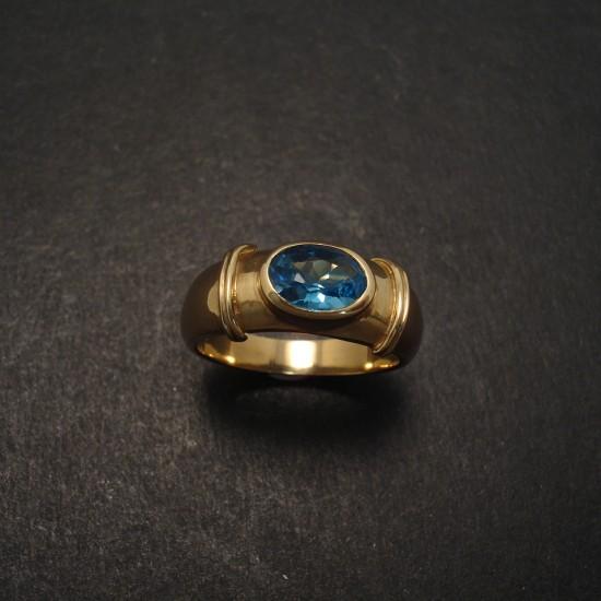blue-topaz-8x6-9ctgold-ring-06561.jpg