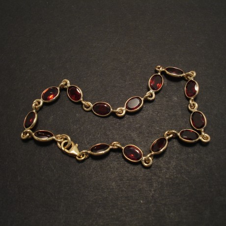 garnet-9ctgold-link-bezel-bracelet-07787.jpg