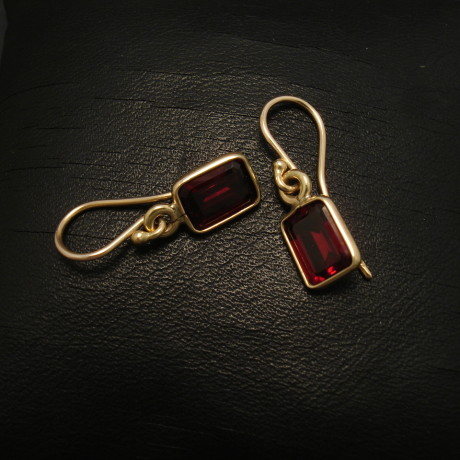 octagonal-garnets-9ctgold-earrings-02132.jpg