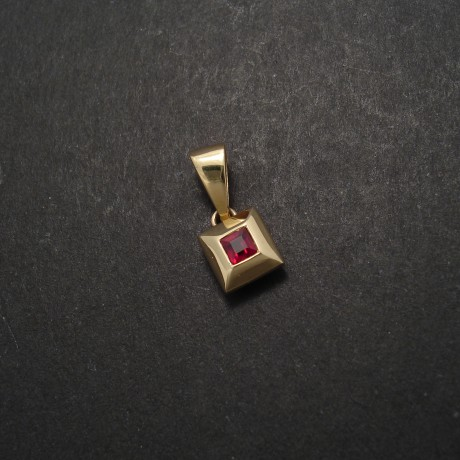 square-ruby-9ctgold-pyramid-pendant-02140.jpg