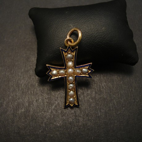 enamelled-antique-gold-cross-pearls-08023