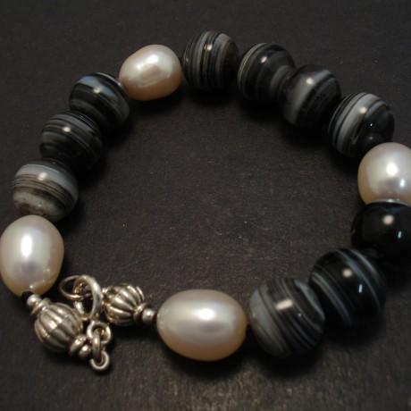 bead-bracelet-silver-banded-onyx-pearl-08410.jpg