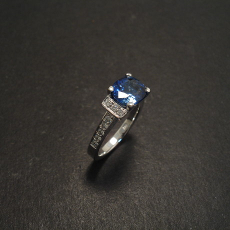 customer-design-18white-engagement-cushion-sapphire-06829