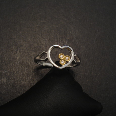 heart-ring-18ctwhite-gold-diamonds-08357.jpg