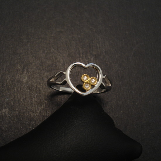heart-ring-18ctwhite-gold-diamonds-08357.jpg