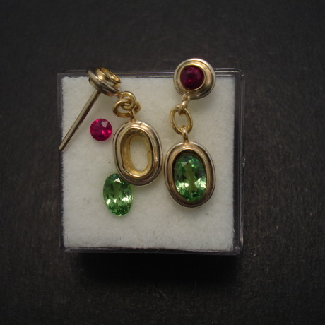 green-tzavorite-ruby-18ctgold-stud-drop-earrings-08374