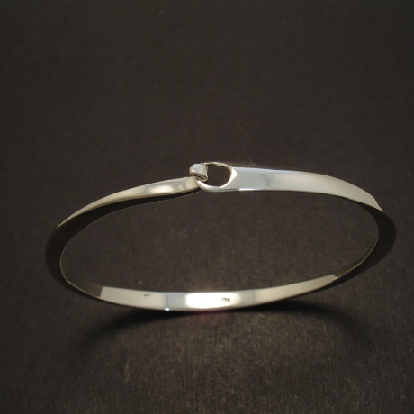 slim-elegant-silver-clip-bangle-08496.jpg