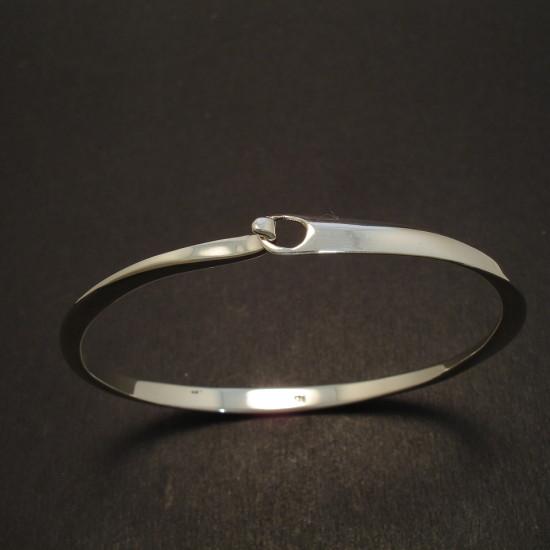 slim-elegant-silver-clip-bangle-08496.jpg