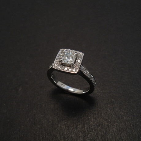 square-radiant-diamond-18white-engagement-ring-08461.jpg