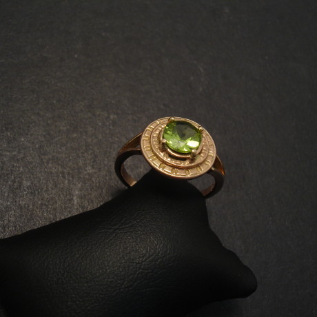 6mm-peridot-9ctgold-4claw-ring-06571jpg
