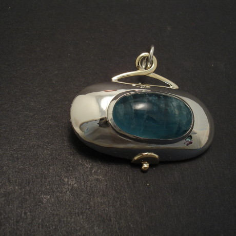 aquamarine-gemstone-pendant-oval-cabochon-06865.jpg