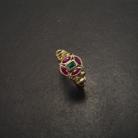 bright-ruby-4marquise-bag-emerald-9ctgold-ring-06032.jpg