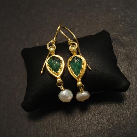 carved-emerald-18ctgold-earrings-pearl-09954.jpg
