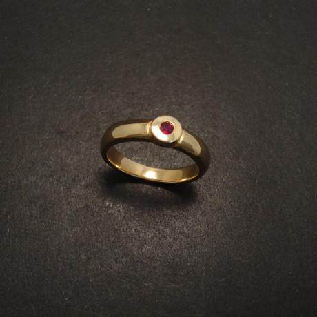 chunky-ruby-9ctgold-ring-05930.jpg