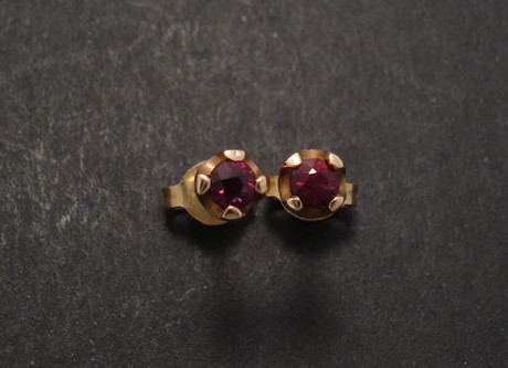 ruby-red-9rose-gold-4claw-earstuds-02123.jpg