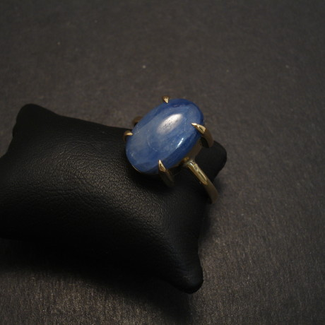 untreated-sapphire-cabochon-4claw-18ctgold-ring-08709