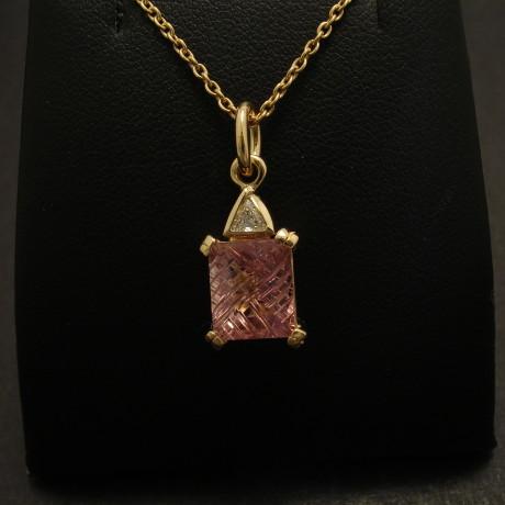 handmade-gold-18ct-pendant-pink-tourmaline-trilliantd-08831.jpg