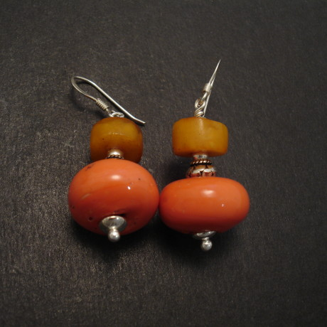 old-glass-nepal-tibetan-amber-silver-erings-08854.jpg