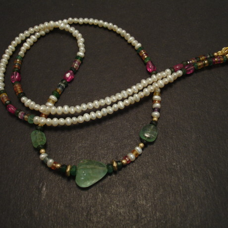 emerald-pink-spinel-pearl-9ctgold-necklace-08976.jpg