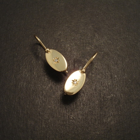 classic-styling-earrings-9ctgold-oval-starset-09082