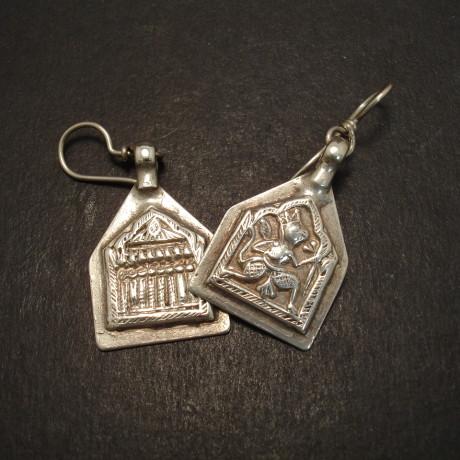 tribal-pendants-old-silver-squarish-eardrops-08962.jpg