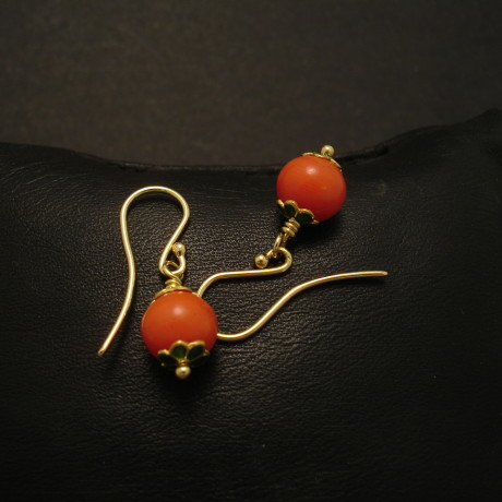 enamel-coral-18ctgold-earrings-01677.jpg