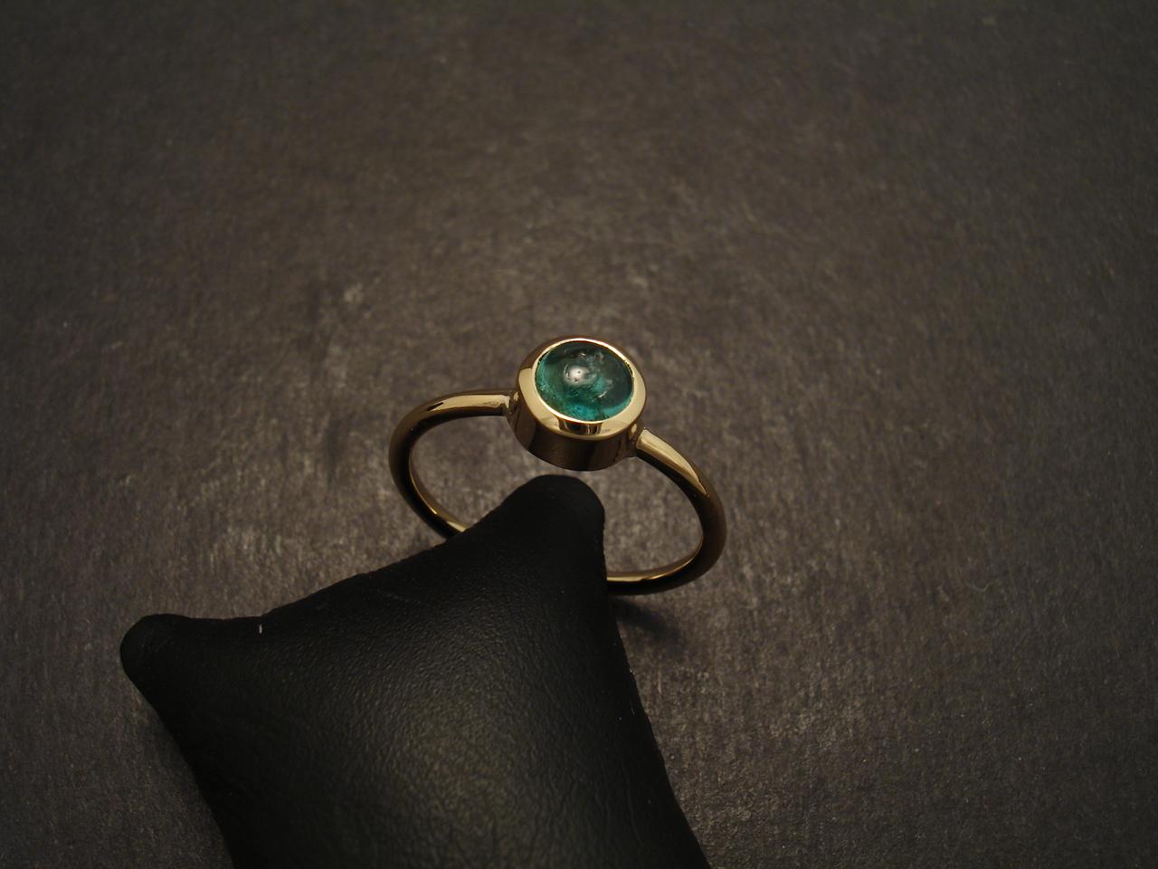 emerald cabochon 18ct gold handmade christopher william