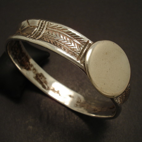 handmade-silver-tribal-bangle-old-gujerat-09237.jpg