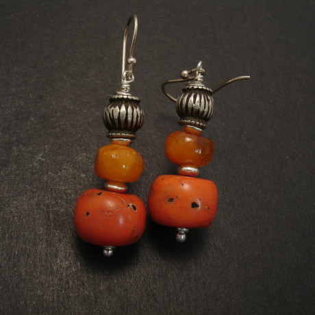 yemen-amber-tibetan-corals6.5gms-silver-earrings-08857.jpg