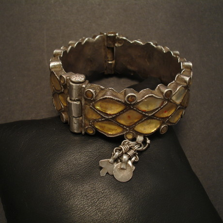 tribal-glass-silver-hinged-bracelet-old-09395.jpg