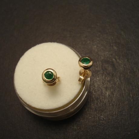 emerald-natural-green-3mm-9ctgold-earstuds-09706.jpg
