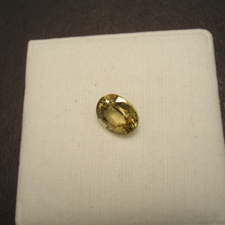 lively-yellow-sapphire-gemstone-327ct-oval-09693