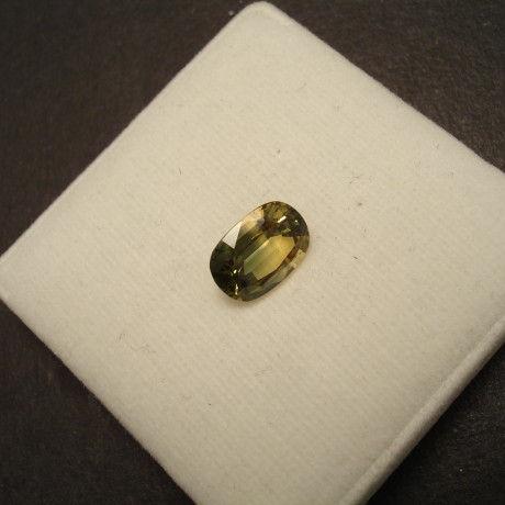 yellow-green-parti-sapphire-gemstone-324ct-oval-09696