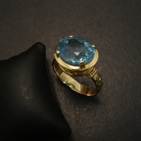 superior-natural-aquamarine-7ct-18ctgold-ring-09710.jpg