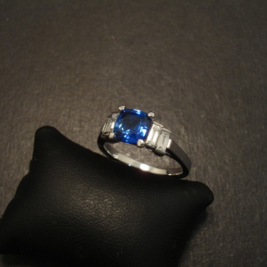 handmade-sydney-engagement-ring-sd-18ctwhite-09930.jpg