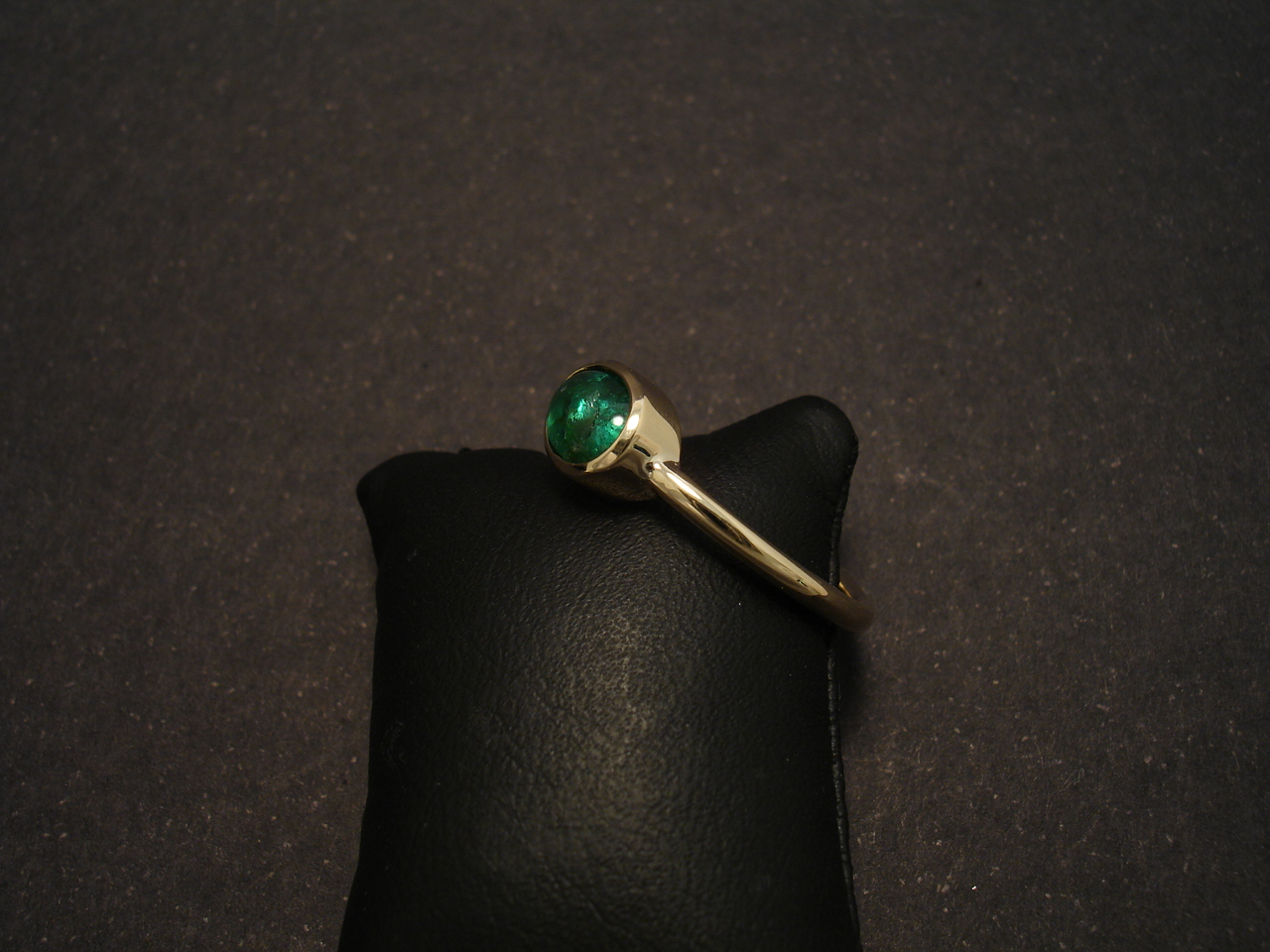 oval emerald cabochon 18ct gold ring christopher
