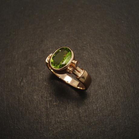 roman-design-ring-9ctrose-gold-8x6-peridot-08713.jpg